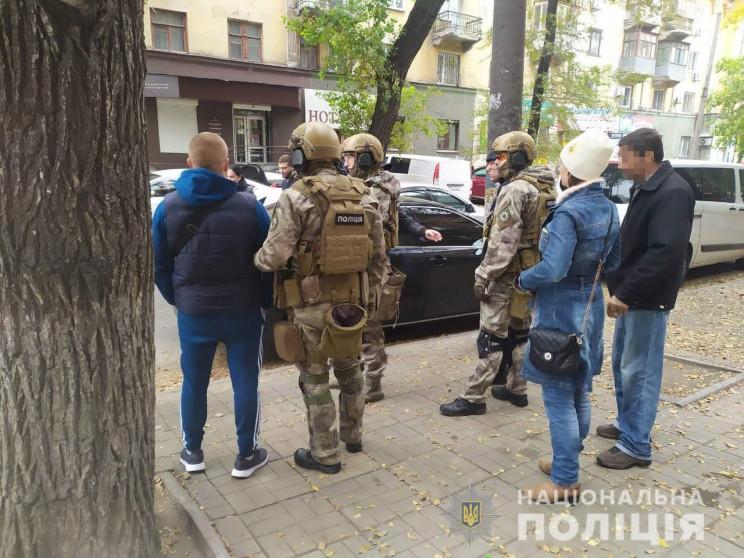 Спецназовцы в Каменском взяли штурмом кв…