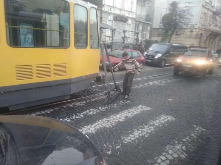У центрі Львова зупинилися трамваї (ФОТО…
