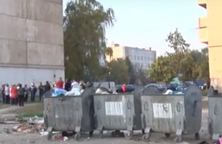 """В Ужгороді жителі двох будинків """"чублять…"""
