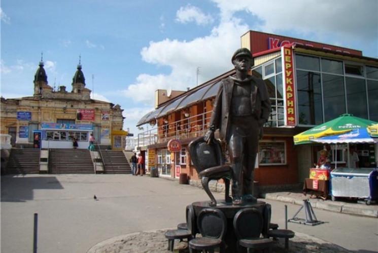 Пам'ятник Остапу Бендеру повертається до…