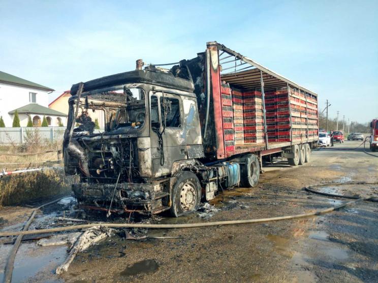 На Яворівщині згоріла вантажівка…