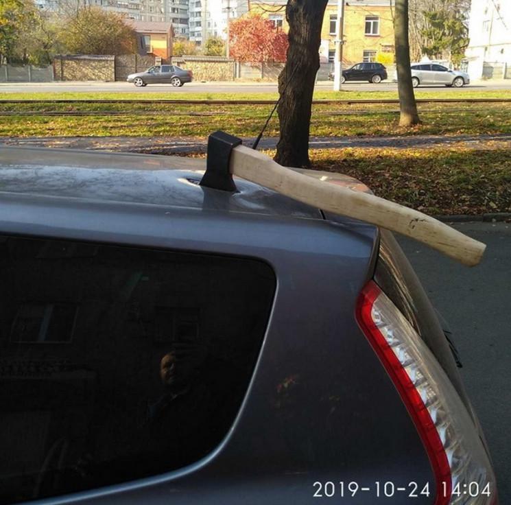 Страшная месть: В Виннице крышу машины п…