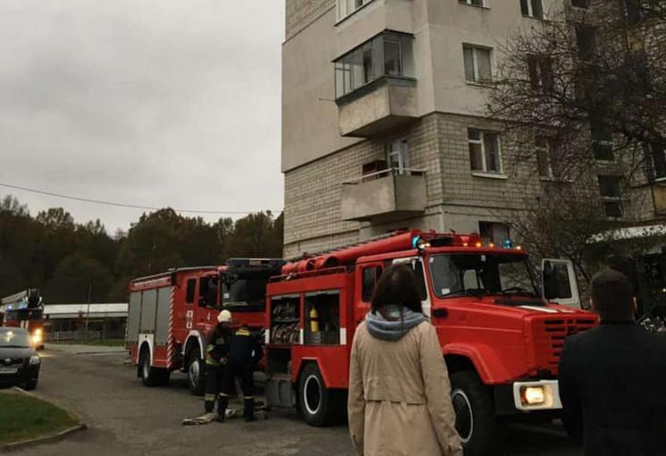 На Левандівці горить будинок (ФОТО, ВІДЕ…