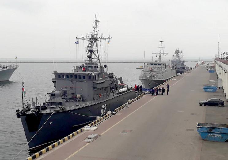 В Одеський порт зайшли чотири кораблі НА…