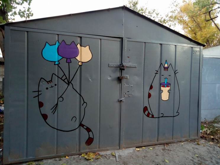 У Дніпрі гаражі прикрашають котами…