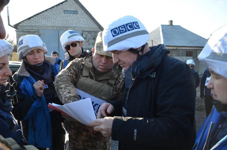 Заступник голови ОБСЄ приїхав у Золоте,…