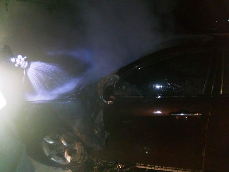 У Херсоні вночі палав легковик…