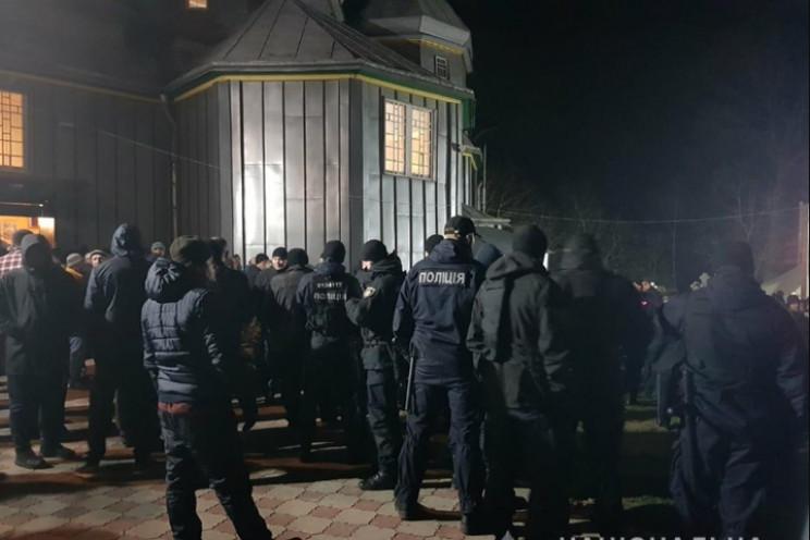 На Буковині прихильники УПЦ МП напали на…