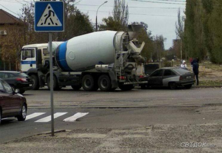 У Миколаєві зіткнулися бетономішалка та…