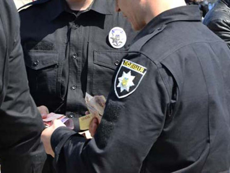 Запорізький суд оштрафував поліцейського…