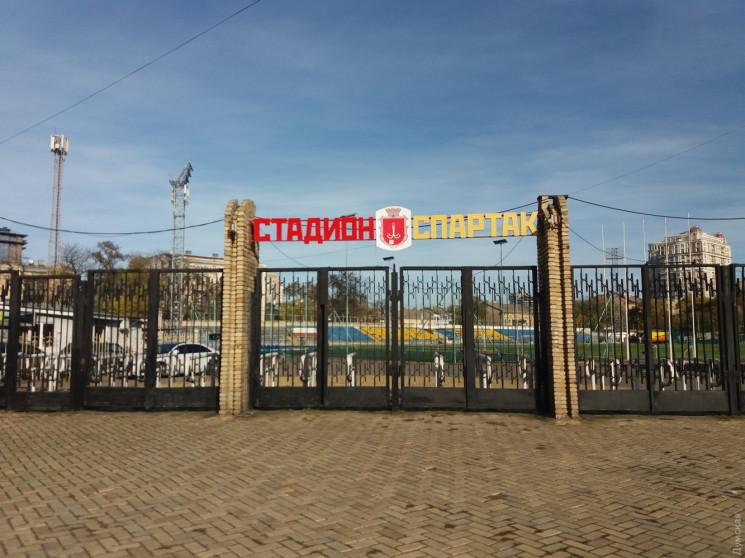 На стадіоні в Одесі футбольні ворота впа…