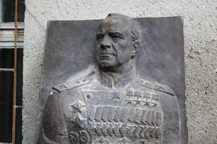 Барельєф маршалу Жукову оселився в одесь…