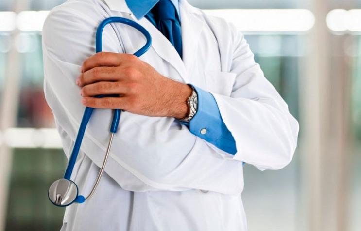 Волочиському лікарю присудили штраф за п…