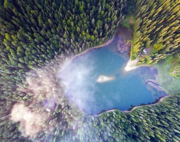 Все, що треба знати про озеро Синевир з…