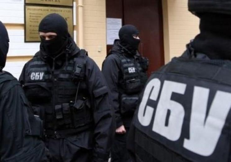 СБУ проводит обыски по подозрению в махи…