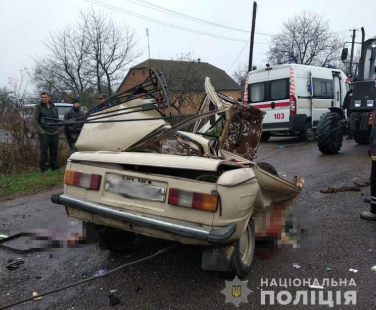 На Житомирщині легковик протаранив КАМАЗ…