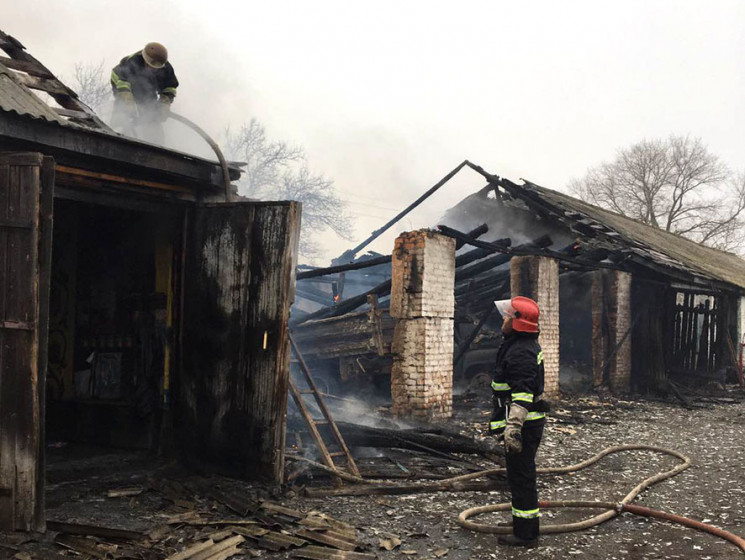 На Полтавщині пожежа охопила гараж: Вого…