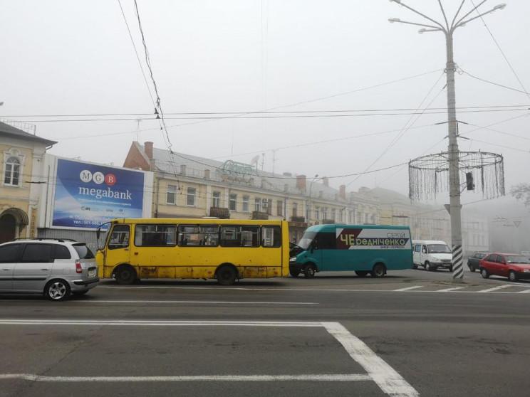 ДТП у Полтаві: Автобус з несправними гал…