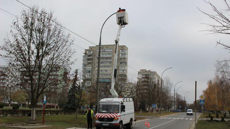 У Нетішині реконструюють вуличні ліхтарі…