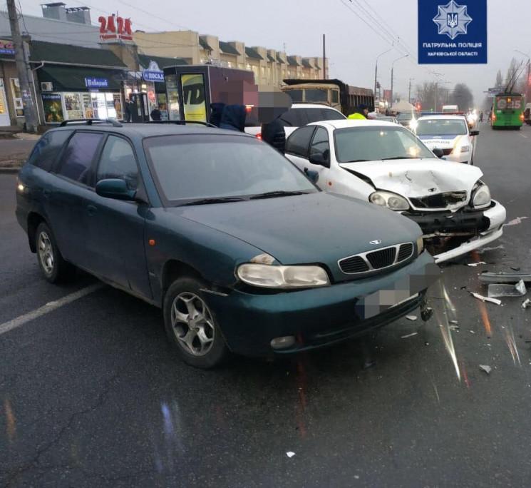 На проспекті в Харкові врізалися два авт…