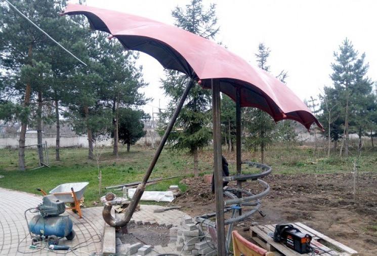 У Подільському зоопарку встановлюють гіг…