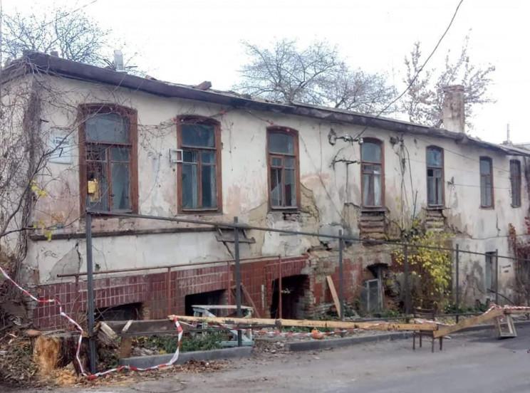 На Єрусалимці демонтують глиняний будино…