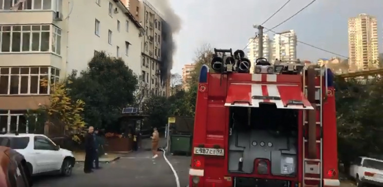 У Сочі з палаючого будинку евакуювали 25…