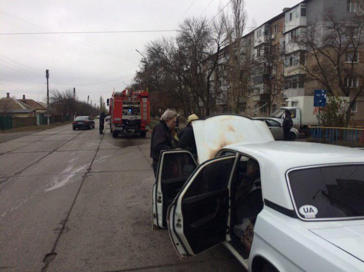 У Бердянську на ходу спалахнув легковик…