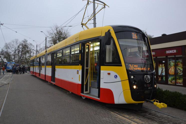 В Одесі почав працювати перший трамвай-в…