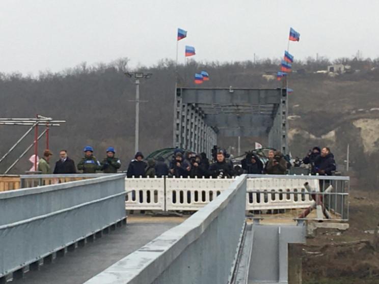 """Зеленський заявив, що """"ЛНР"""" повинні знят…"""