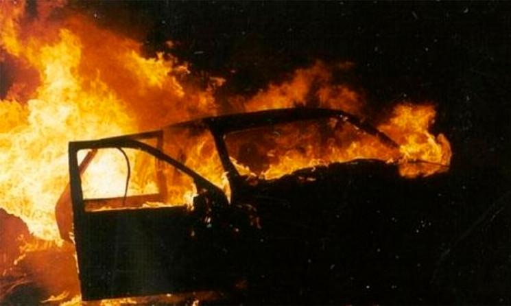 На Шепетівщині згоріло авто та півтонни…