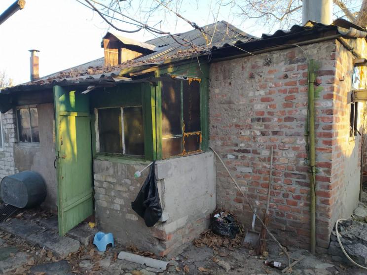 У Харкові з палаючого будинку вивели чот…