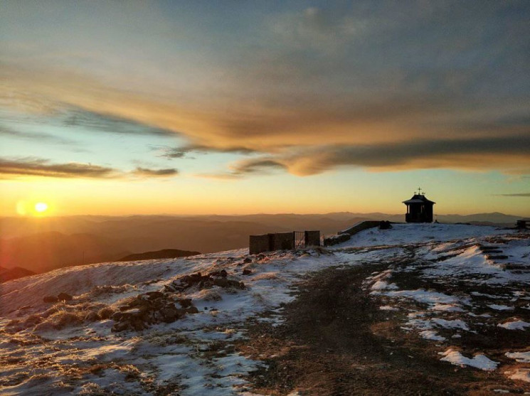 Мороз і сонце: Вершину Попівана припорош…