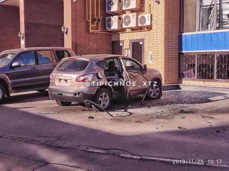 У центрі Харкова підірвали автомобіль, -…