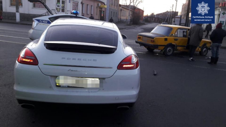 На Москалівці водій Porsche врізався у В…