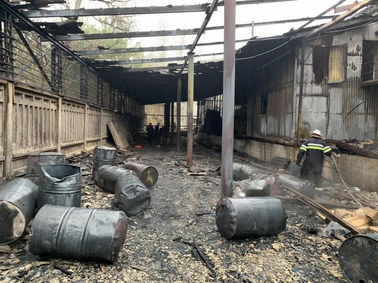 Під Харковом згоріло виробництво миючих…