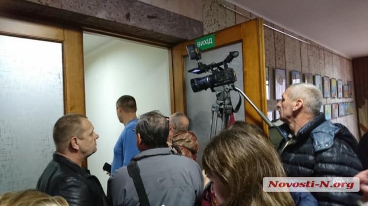 У Миколаєві журналістів не пускають на с…