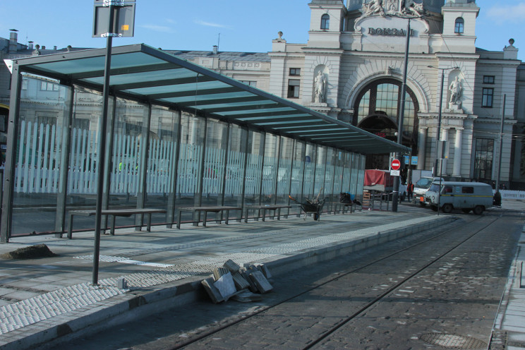Як у Львові відремонтували дорогу на вок…