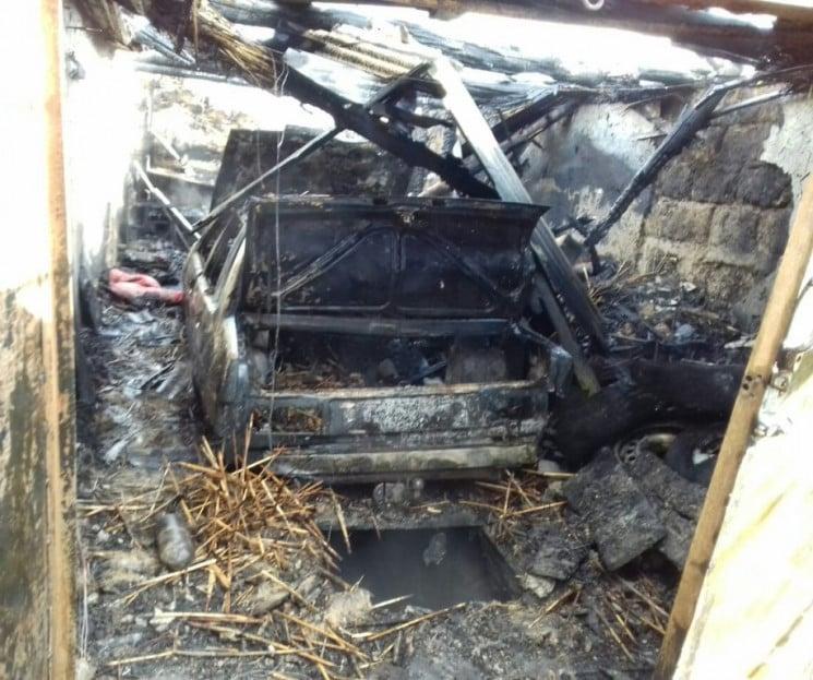 На Херсонщині вщент згорів гараж з автів…
