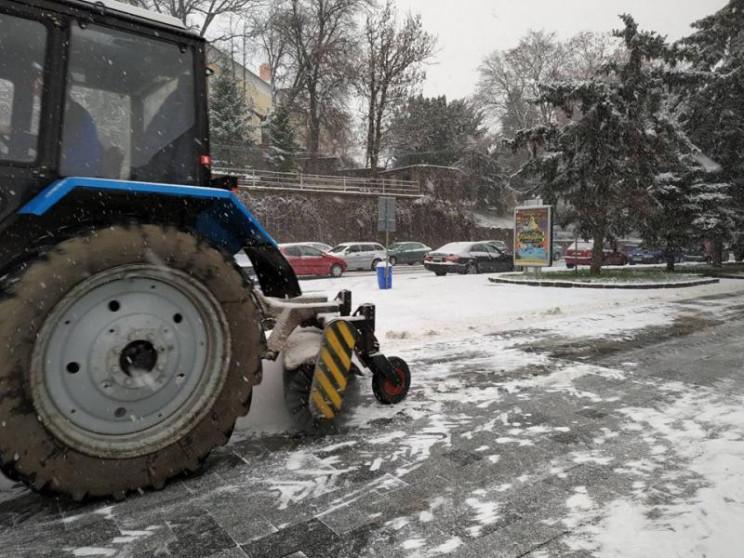 В Ужгороді працює снігоприбиральна техні…