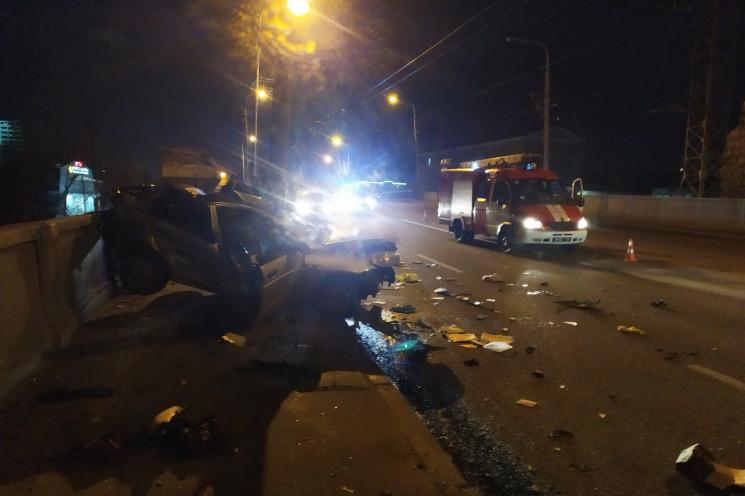 У Харкові водій Hyundai влетів у стовп:…
