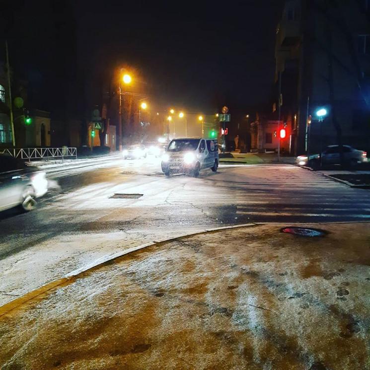 Таки - зима: У Хмельницькому йде сніг…