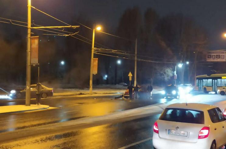 У Львові зіткнулися три автомобілі (ФОТО…