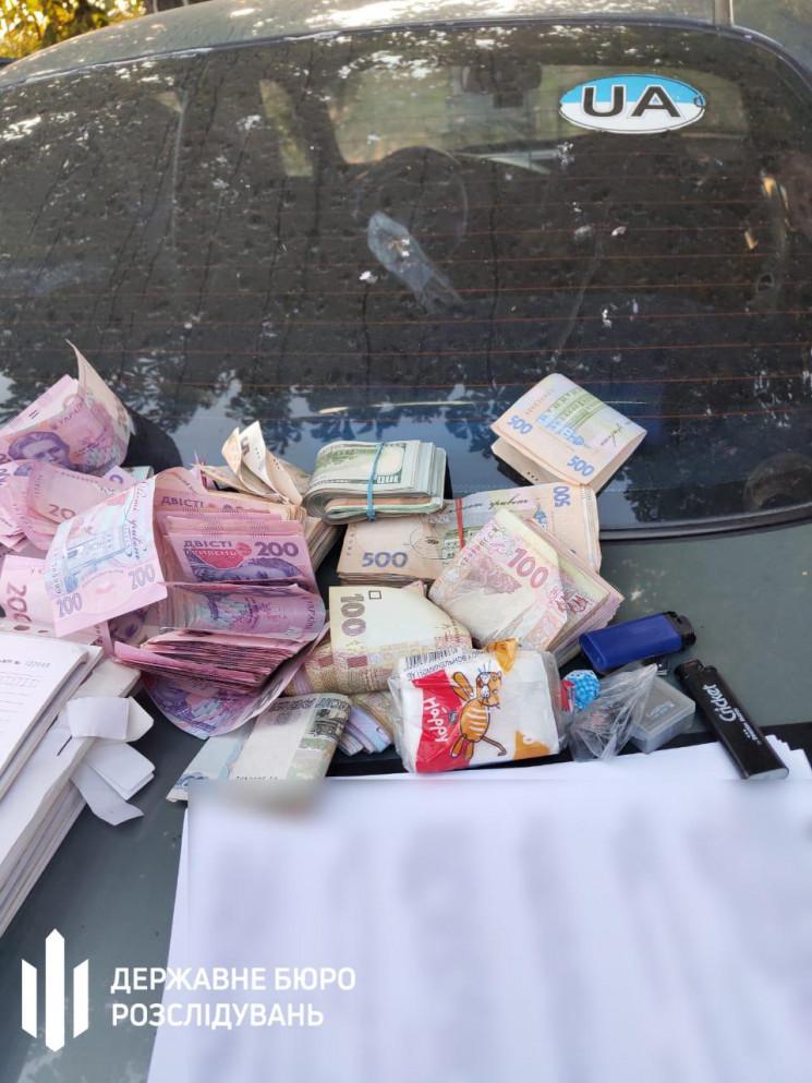 На Донеччині поліцейський вимагав гроші…