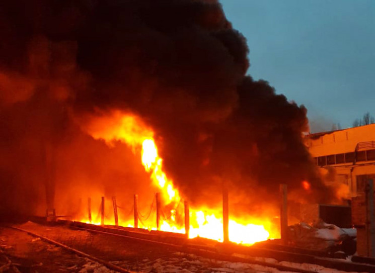 Масштабна пожежа у Полтаві: Рятувальники…