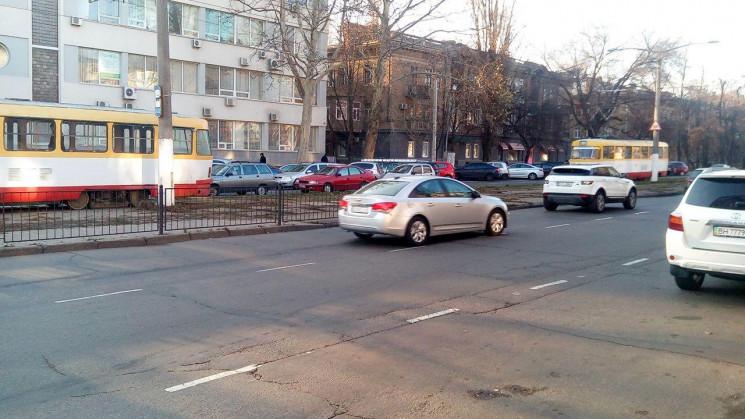 В Одесі зупинилися трамваї та тролейбуси…