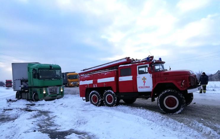 На Полтавщині рятувальники ліквідовують…