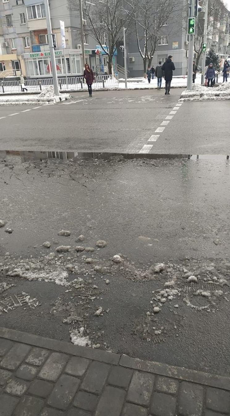 У Дніпрі калюжі-гіганти на дорогах блоку…
