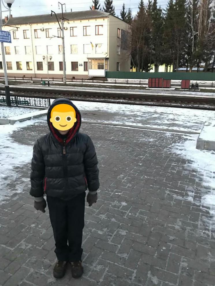 Самотню 7-річну дитину знайшли копи в Ше…