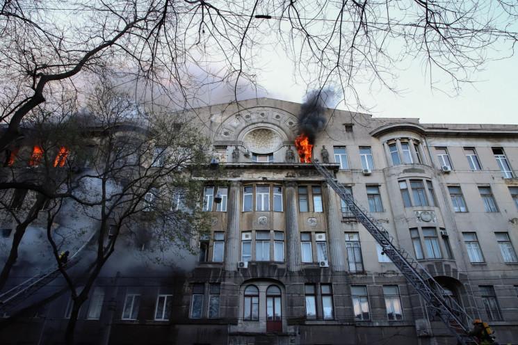 Як в Одесі згоріла історична будівля, у…
